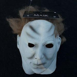 New Spirit Halloween Mask